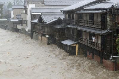 哈吉貝颱風登陸600毫米暴雨強灌關東