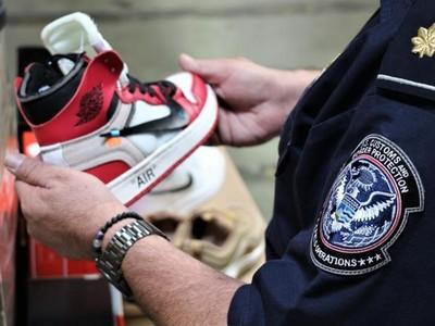 美國海關查獲近15,000雙仿冒Nike