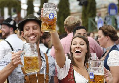慕尼黑啤酒節近10萬個啤酒杯被偷