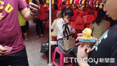 韓國瑜加持「狗來富」擺攤助慈善
