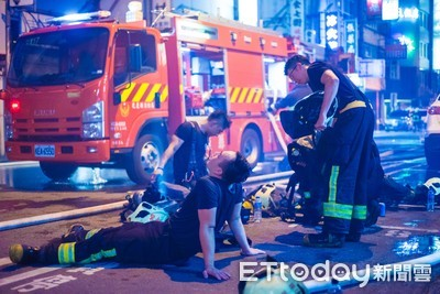 花蓮商圈連燒5房 消防員「力竭癱地」