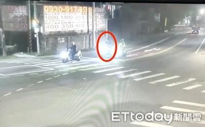女店員撞護欄爆頭亡 路口留最後身影…警:疑精神不濟自撞