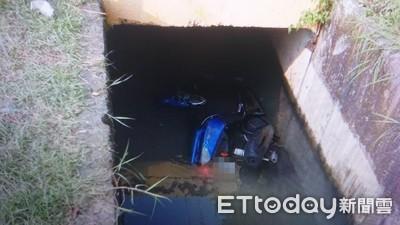 22歲男騎車一路斜切!跨車道猛撞後跌水溝慘死