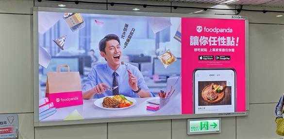 忠孝敦化站橫式燈箱