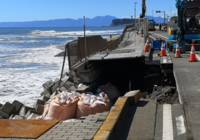 鎌倉江之島電鐵附近濱海步道塌陷