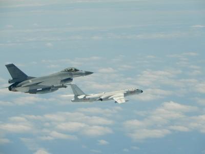 外籍軍機繞台 我方可比照日本防衛省辦理?