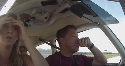 飛機高空中「加油線斷裂」!爸:想過關電源降落