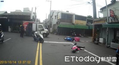 嘉義21歲女外送員車禍 擦撞小貨車倒地