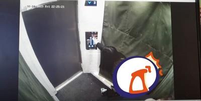 酒醉情侶進電梯「按整排按鈕」!