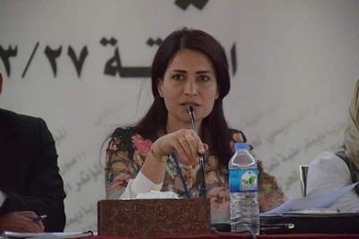 庫德族女政客「衣衫凌亂」死礫石堆上