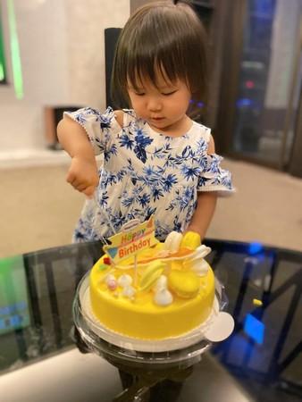 ▲江宏傑PO照慶祝女兒2歲生日。(圖/翻攝自Facebook/江宏傑 Chiang Hung-Chieh)