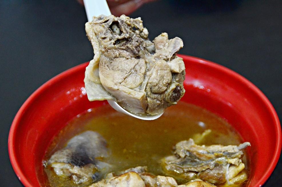 錦洲美食麻油雞。(圖/陳姿吟攝)