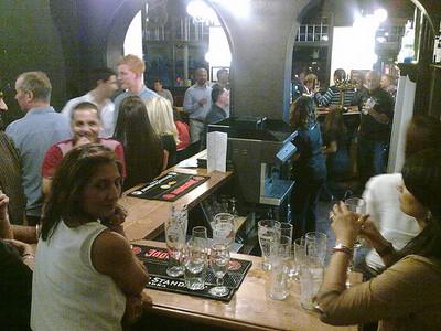 英國酒吧之間的「告示牌戰爭」