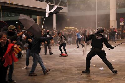 加獨領袖判重刑 巴塞示威170傷