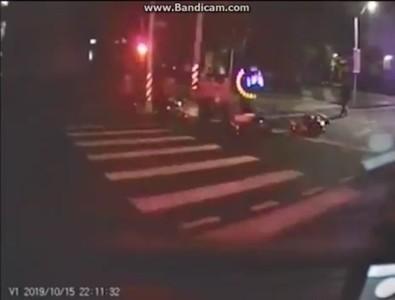 即/宜蘭1外送員等紅燈遭撞 肇事騎士左手變形