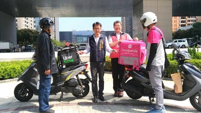 領先全國「超跑險」 中市協助成立外送員工會
