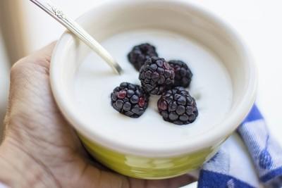 吃剩優格加牛奶變「新優格」? 專家:當心吃出腸胃炎!