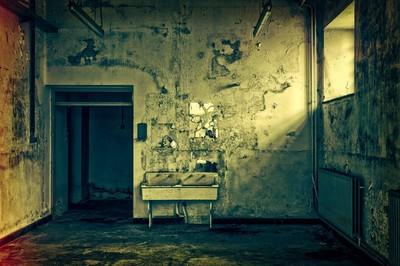 屠宰場在隔壁 他家地下室變油膩血池