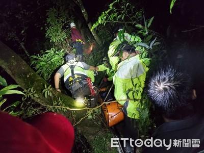 宜蘭男摔10米深山溝 29人接力搬下山