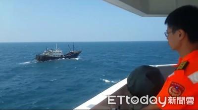 澎湖漁汛期陸鐵殼船越界捕魚 高雄艦護漁