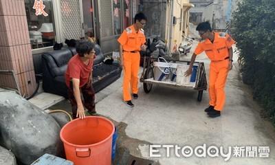 澎湖桶盤嶼海水淡化廠機組故障 海巡逐戶送水