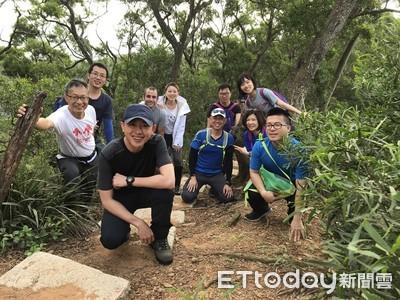 網友捕獲「野生最帥市長」林智堅!登山裝鐵人運動團曝光