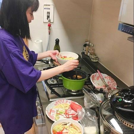 ▲IU常做菜給雪莉吃。(圖/翻攝自雪莉IG)