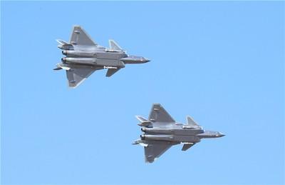 解放軍空軍開放日!「殲-20」雙機掛彈亮相