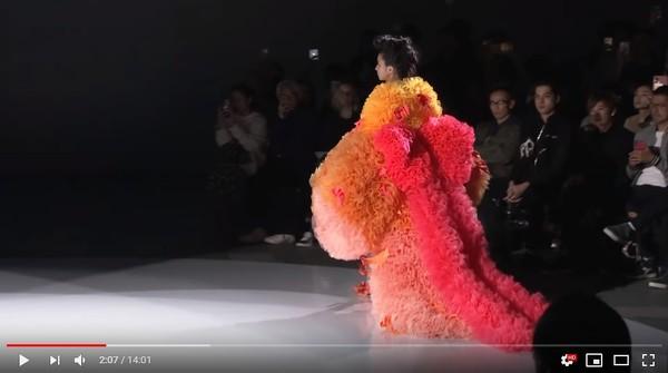 ▲▼木村光希現身東京時裝周。(圖/翻攝自YouTube/Rakuten Fashion Week TOKYO)
