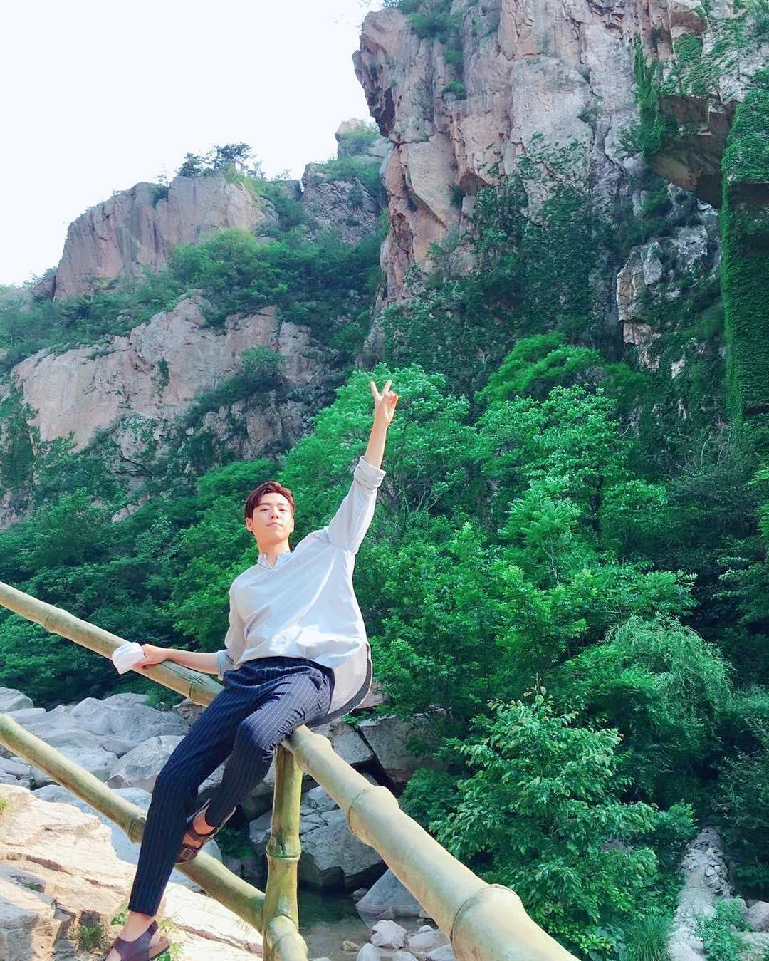 ▲李玹雨退伍後即投入電影拍攝。(圖/翻攝自Instagram/hihyunwoo)