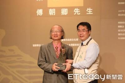 傅朝卿獲頒「第8屆台南文化獎」