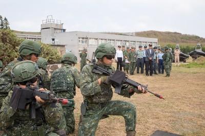 嚴德發:兩棲是防衛作戰關鍵戰力