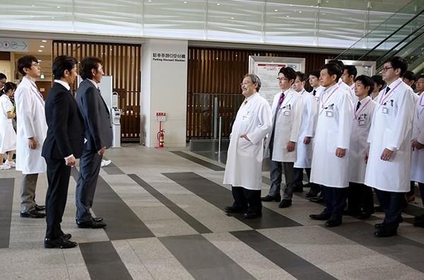 ▲▼《Doctor X》西田敏行第一集就有驚人下場。(圖/翻攝自推特)
