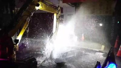 馬路驚現1層樓湧泉 全因工程挖破管