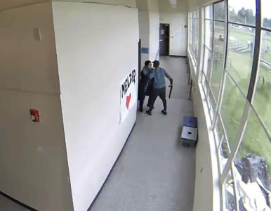 高中弟遭女友狠甩 拿槍闖校…教練一個擁抱反轉結局