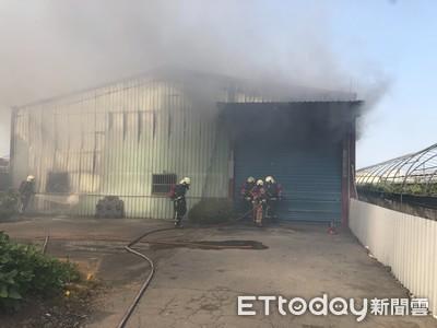 彰化鐵皮工廠大火!33警消急救援