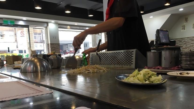 嫌鐵板燒賣爛肉! 師傅冷哼「一小匙辣椒+黑胡椒」滿足白目客難忘辣度