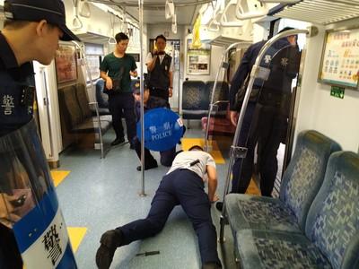 防制旅客傷人 台鐵車廂危安演練