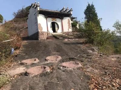 村民把化石當神仙臀印用水泥封印