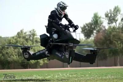 舉頭5米有警察!杜拜警方駕465萬元「懸浮飛行器」值勤