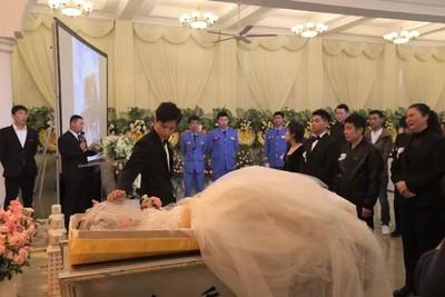 他幫亡妻圓夢 喪禮、婚禮同天辦