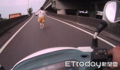 女開車門逆向跑上快速道路匝道