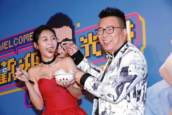 近來Albee的工作運不錯,與沈玉琳開了新節目《歡迎光琳》。