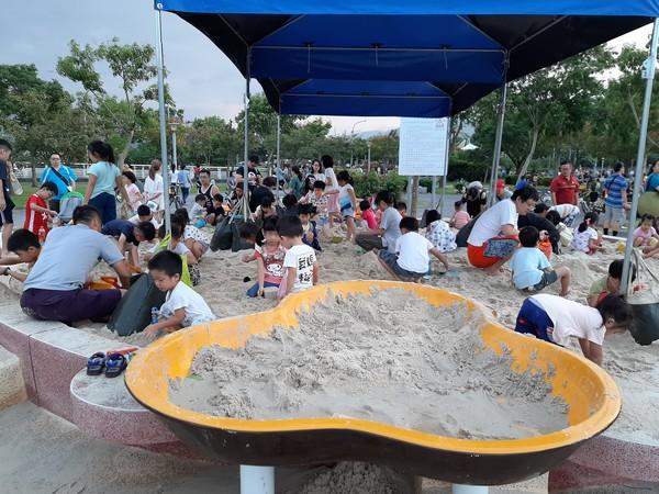 新店陽光公園新設施!9米向日葵「兒童沙坑」親子玩翻天
