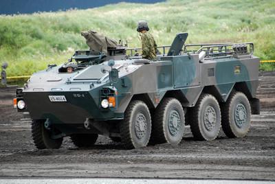 日本軍工企業「不進則退」?下一代輪型裝甲車的啟示