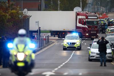 貨車39具屍!中國駐英大使館趕到場
