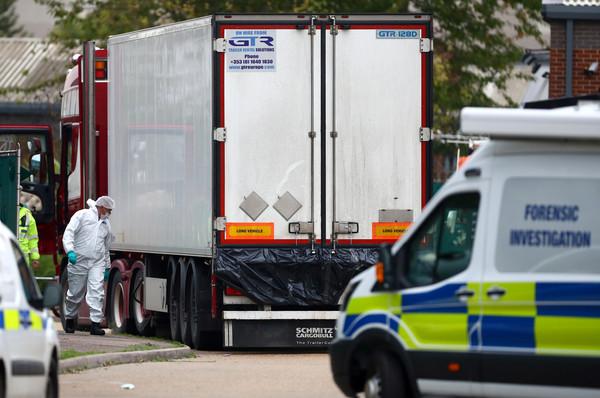 ▲▼ 英國貨卡載39屍體。(圖/路透)