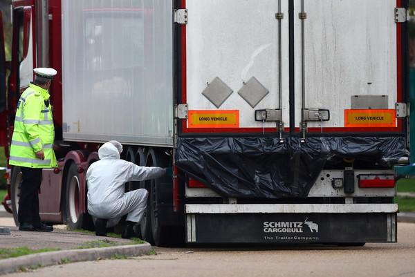 ▲▼英國埃塞克斯郡一個冷凍貨櫃發現39具屍體,警方證實死者均為中國公民。(圖/路透)