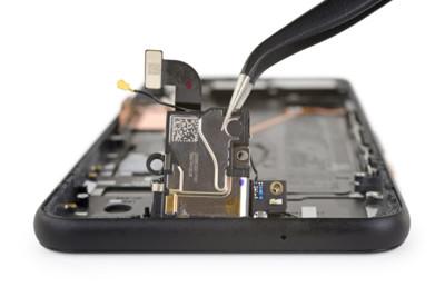 iFixt拆了Pixel 4 Soli感測器小到「找不太到」