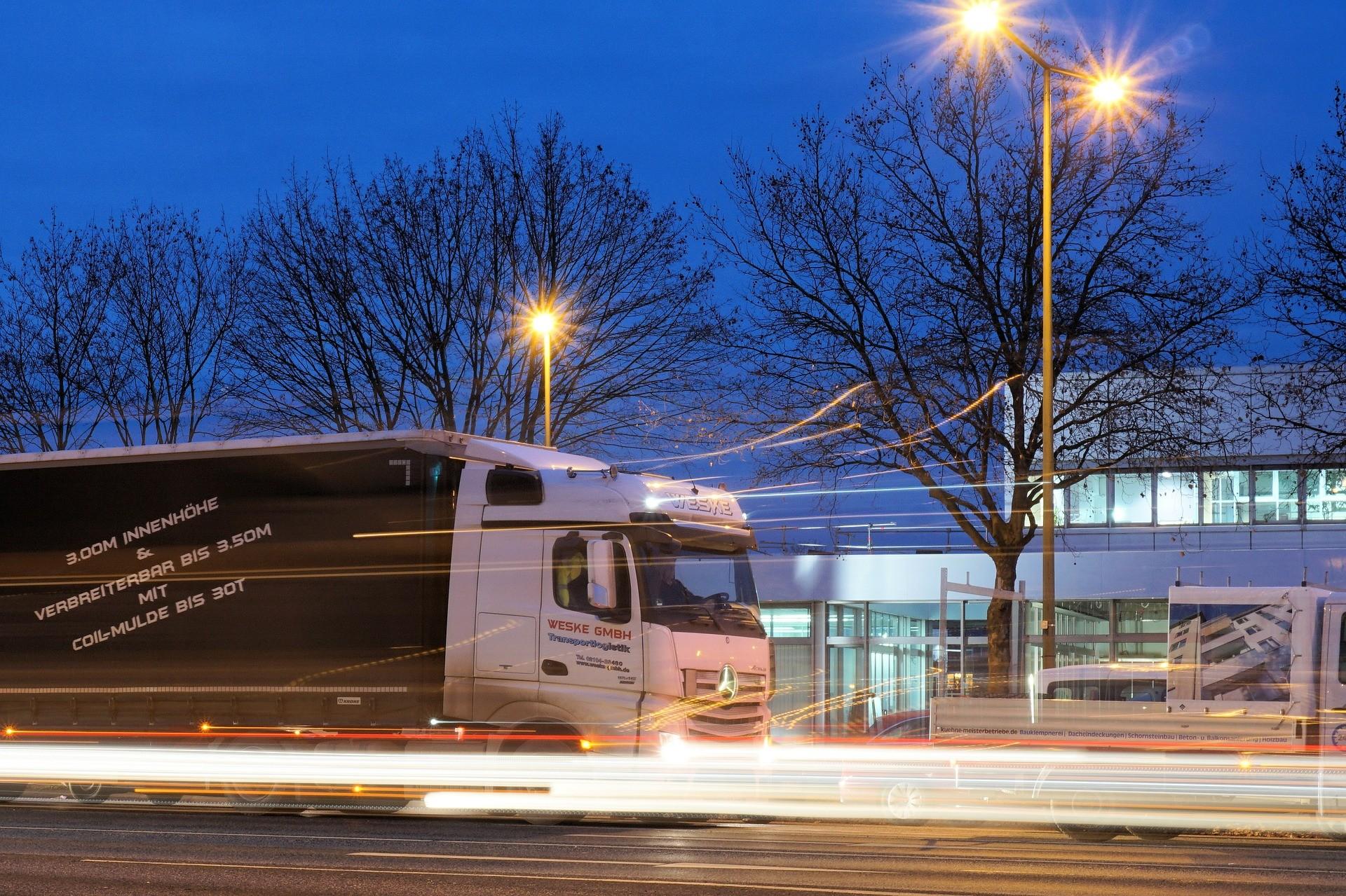 ▲卡車,貨車,聯結車,大車。(圖/取自免費圖庫Pixabay)